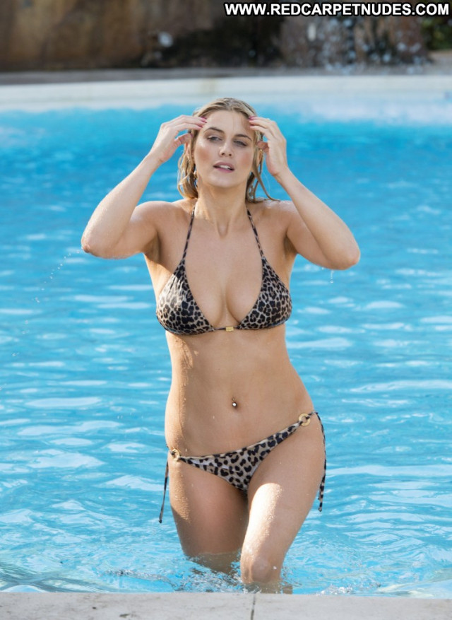 Ashley James Topless Photoshoot Lingerie Reality Cake Sea Fashion