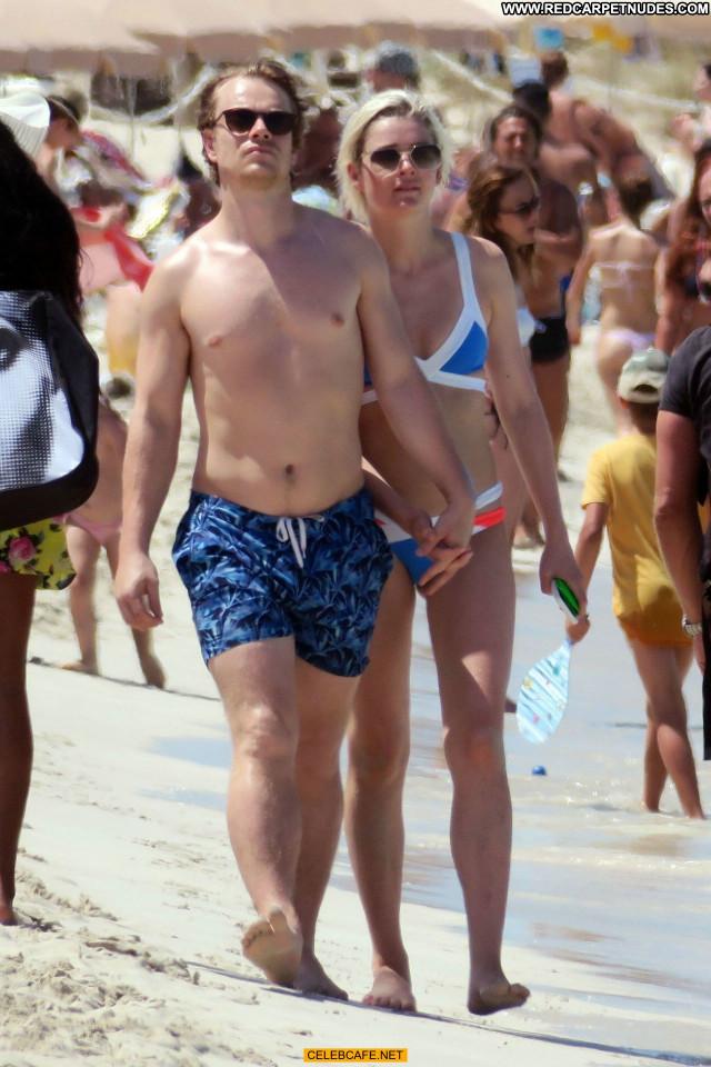 Teliz Alley No Source Babe Toples Topless Girlfriend Celebrity Posing