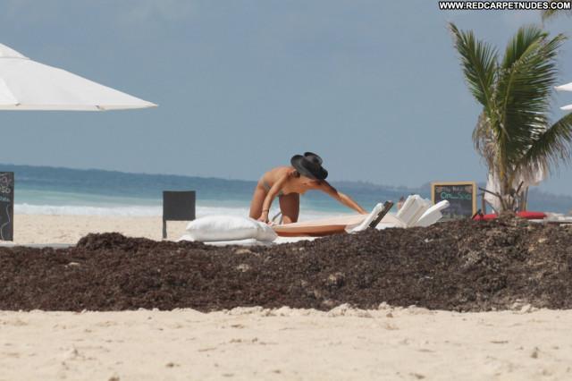Michelle Hunziker Topless Photoshoot Sister Toples Australian Bikini