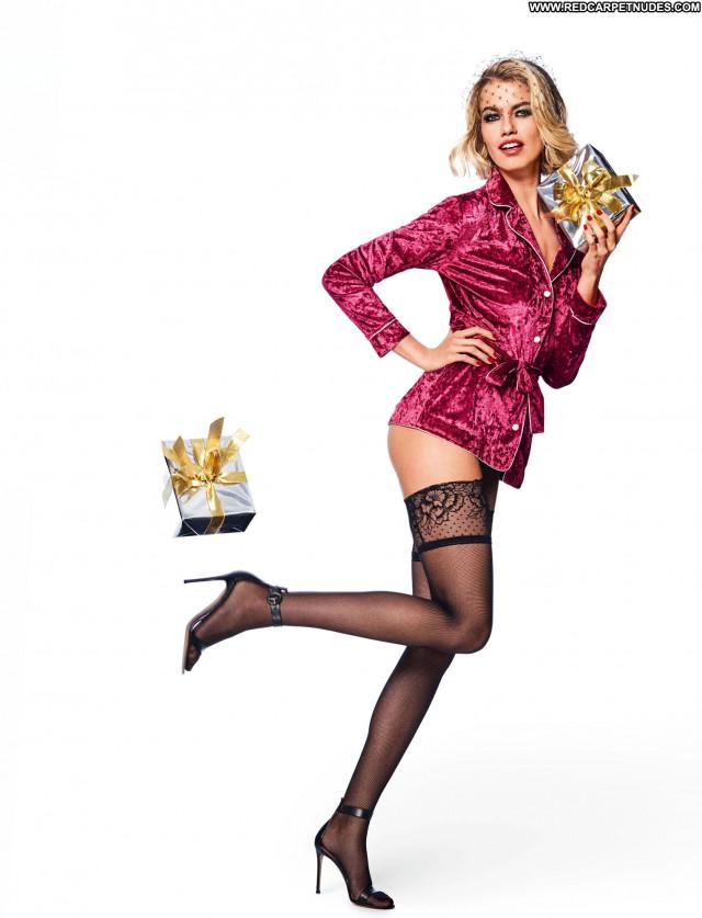 Natalie Jayne Roser Rock Model Babe Booty Celebrity Posing Hot