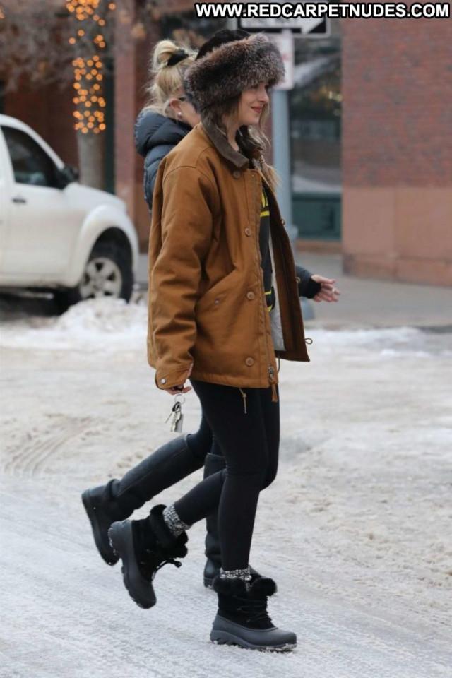 Dakota Johnso No Source Babe Mom Celebrity Posing Hot Paparazzi