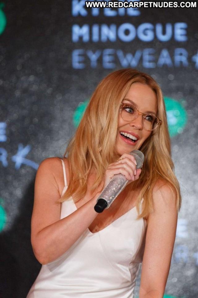 Kylie Minogue No Source Posing Hot Babe Paparazzi Beautiful Celebrity