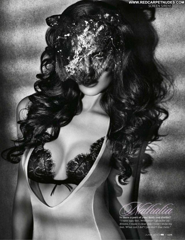 Nathalia Kaur The King Model Babe Videos Bar Posing Hot Movie Singer