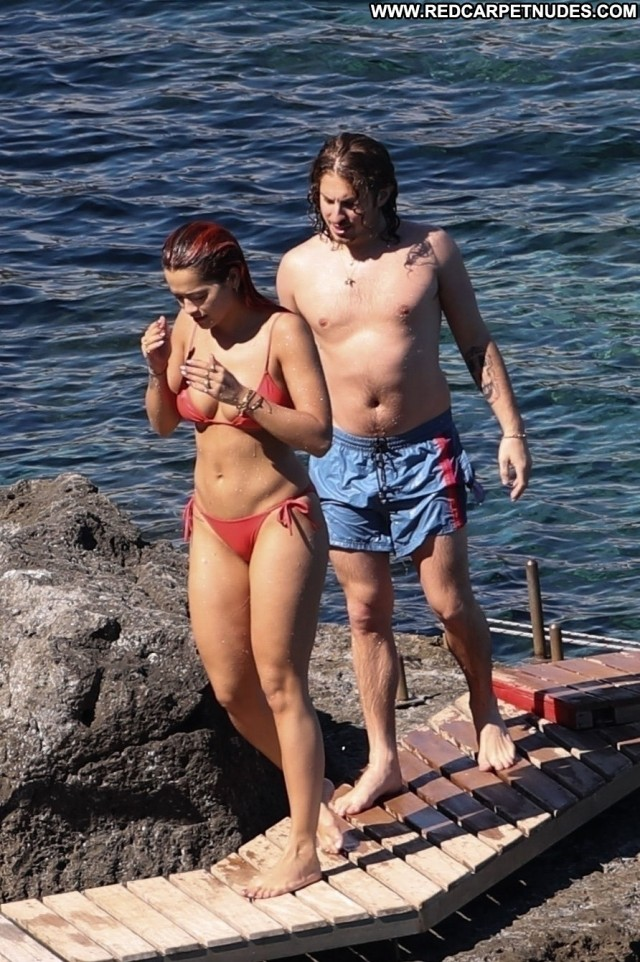 Rita Ora The Oc Bikini Videos Singer Sexy Babe Showers Celebrity Sex