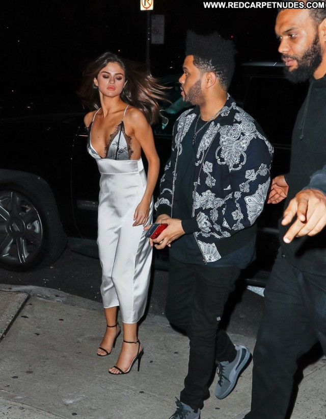 Selena Gomez No Source Twitter Actress American Babe Nyc Restaurant
