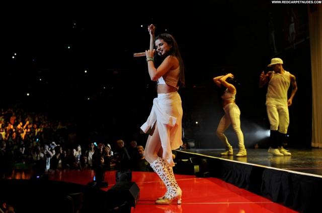 Selena Gomez No Source Posing Hot High Resolution Beautiful Celebrity