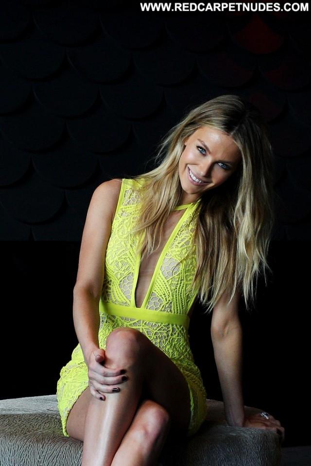 Jennifer Hawkins Australia Beautiful Posing Hot Celebrity Babe High