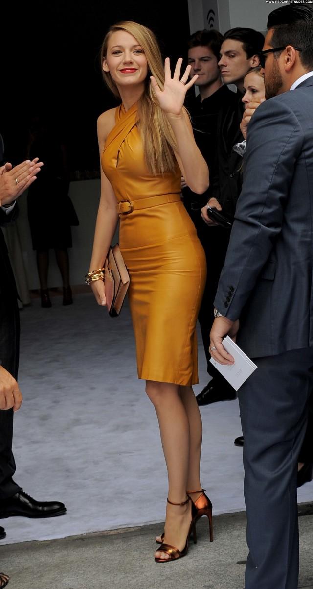 Blake Lively Fashion Show  Beautiful Celebrity Posing Hot Fashion