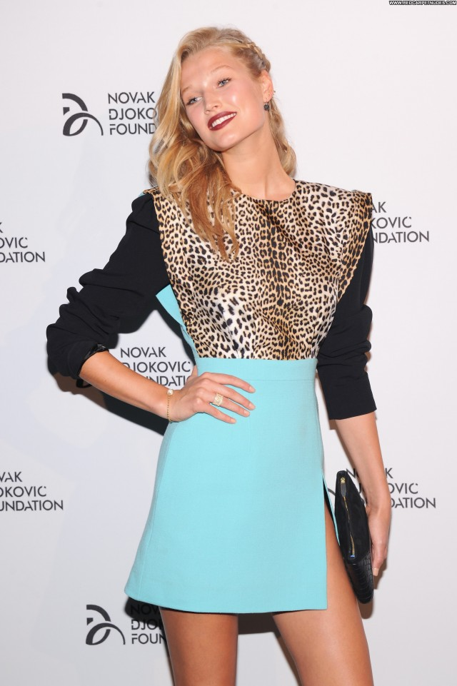 Toni Garrn New York Beautiful Posing Hot Celebrity New York Babe Nyc
