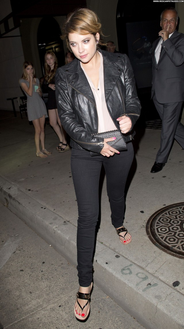 Carrie Underwood West Hollywood  Celebrity Restaurant Babe Posing Hot