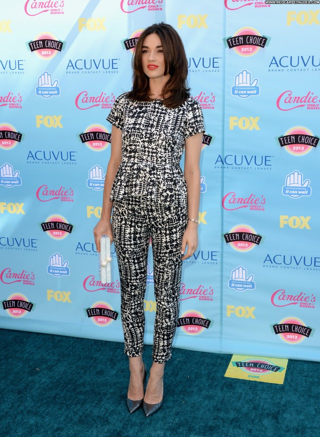 Crystal Reed No Source Posing Hot High Resolution Babe Celebrity