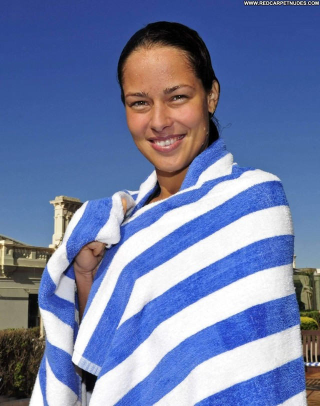 Ana Ivanovic Posing Hot Park Babe High Resolution Hotel Beautiful