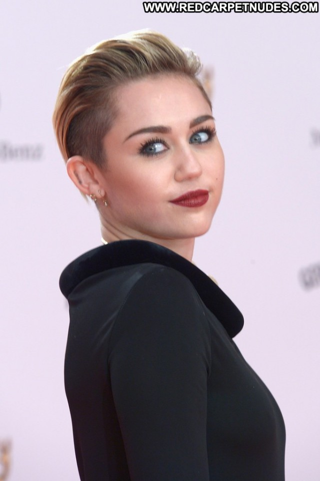 Miley Cyrus No Source Posing Hot Germany Beautiful Celebrity High