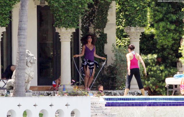 Alicia Keys Posing Hot Egypt Babe Beautiful Pool Celebrity High