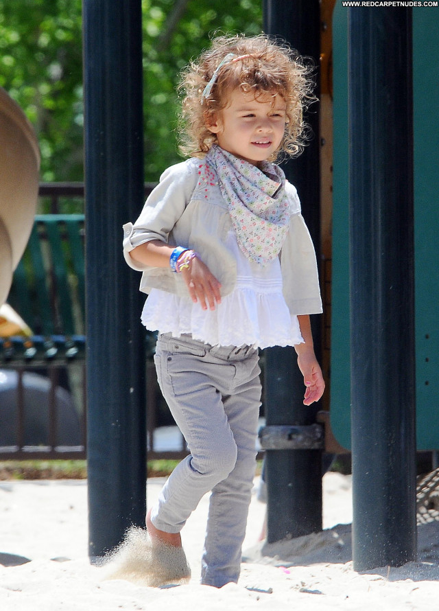 Jessica Alba No Source Park Babe Posing Hot High Resolution Beautiful