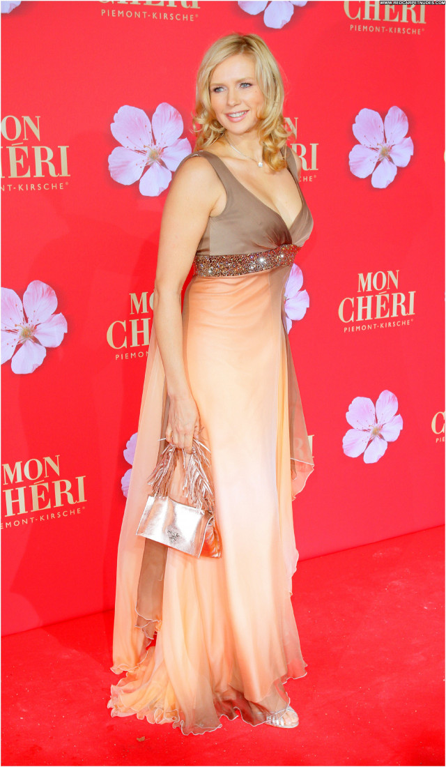 Veronica Ferres Celebrity Beautiful Movie Babe High Resolution Posing