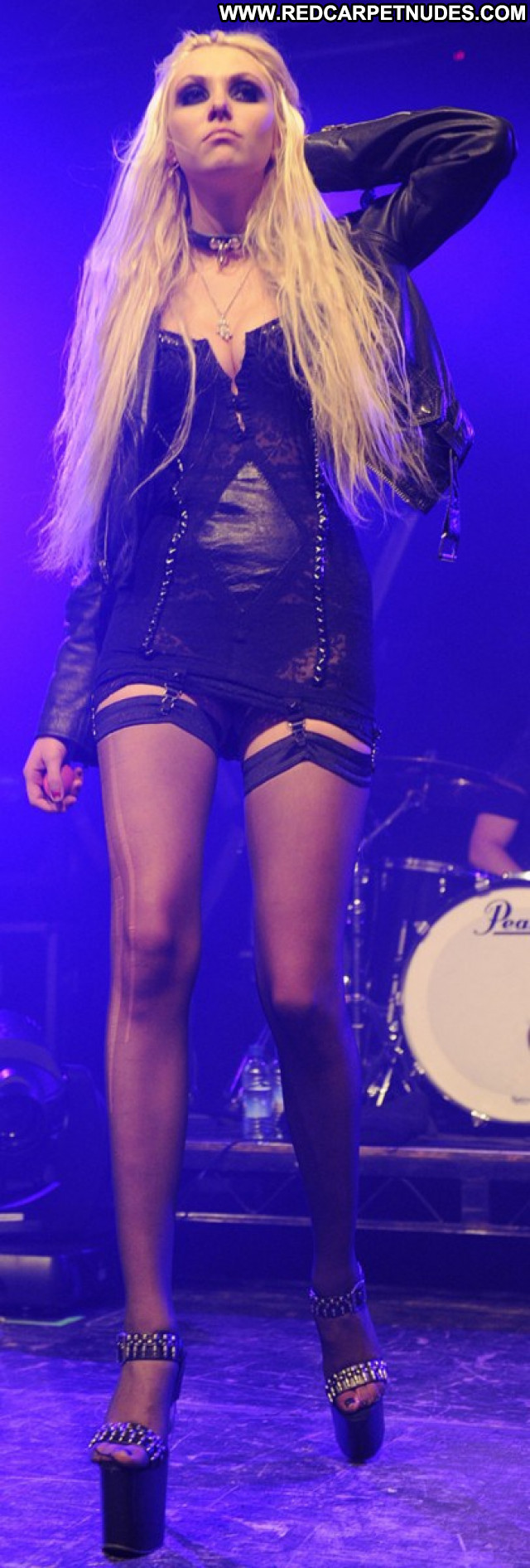 Taylor Momsen Beautiful Usa Sexy Posing Hot Lingerie Babe Celebrity