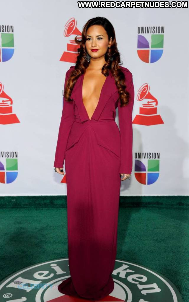 Demi Lovato Emmy Awards Beautiful Sideboob Awards Usa Celebrity Babe