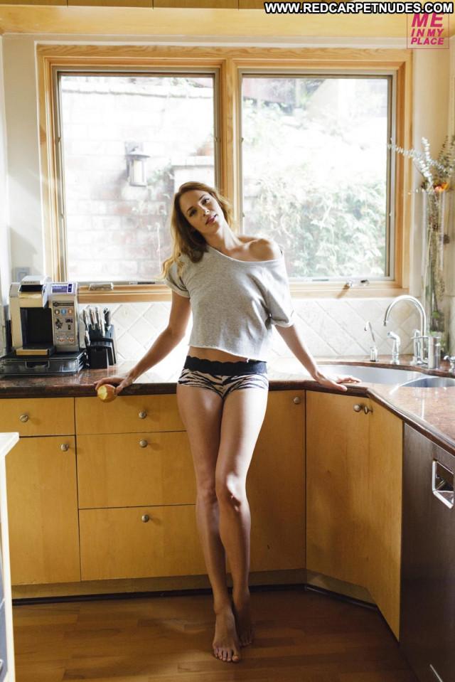 Amanda Righetti Golden Globe Awards Beautiful Babe Celebrity Posing