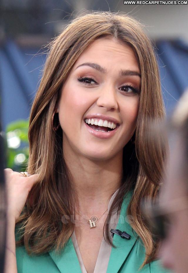 Jessica Alba Golden Globe Awards Beautiful Babe Posing Hot Celebrity