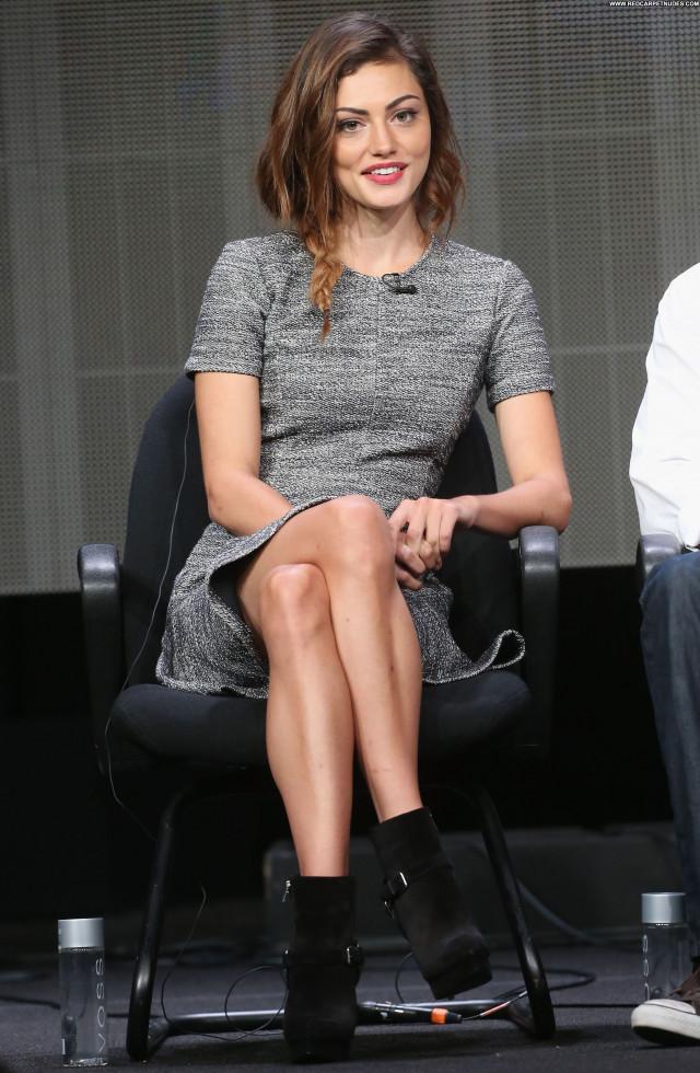 Phoebe Tonkin Posing Hot Beautiful Summer Celebrity Babe