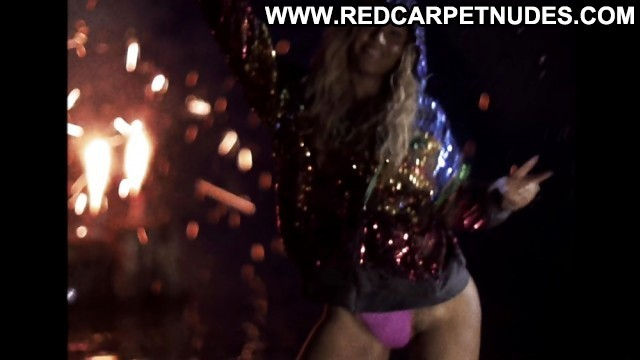 Beyonce Pictures  Twerking Sea Celebrity Ebony Flashing Hot